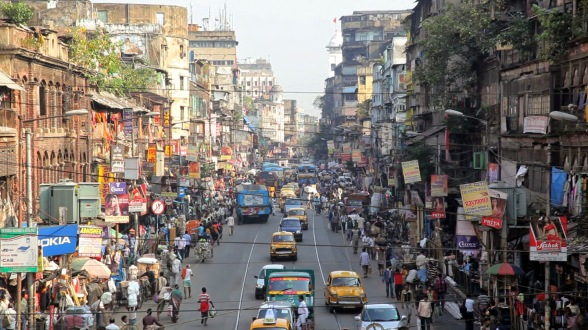 india-view-of-city-taxis-local-buses-in-central-kolkata-formerly-calcutta-west