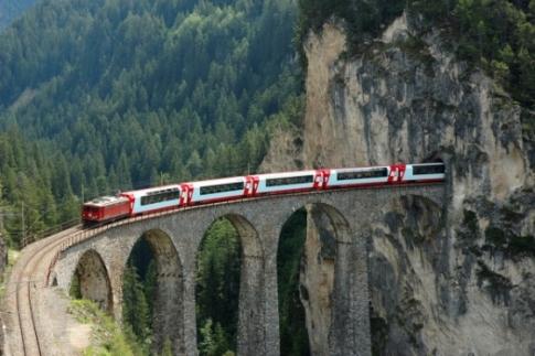 s560x316_Glacier_Express1