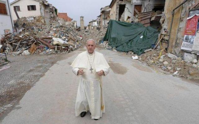 papa-francisc-in-amatrice-cutremur-earthquake-foto-adevarul